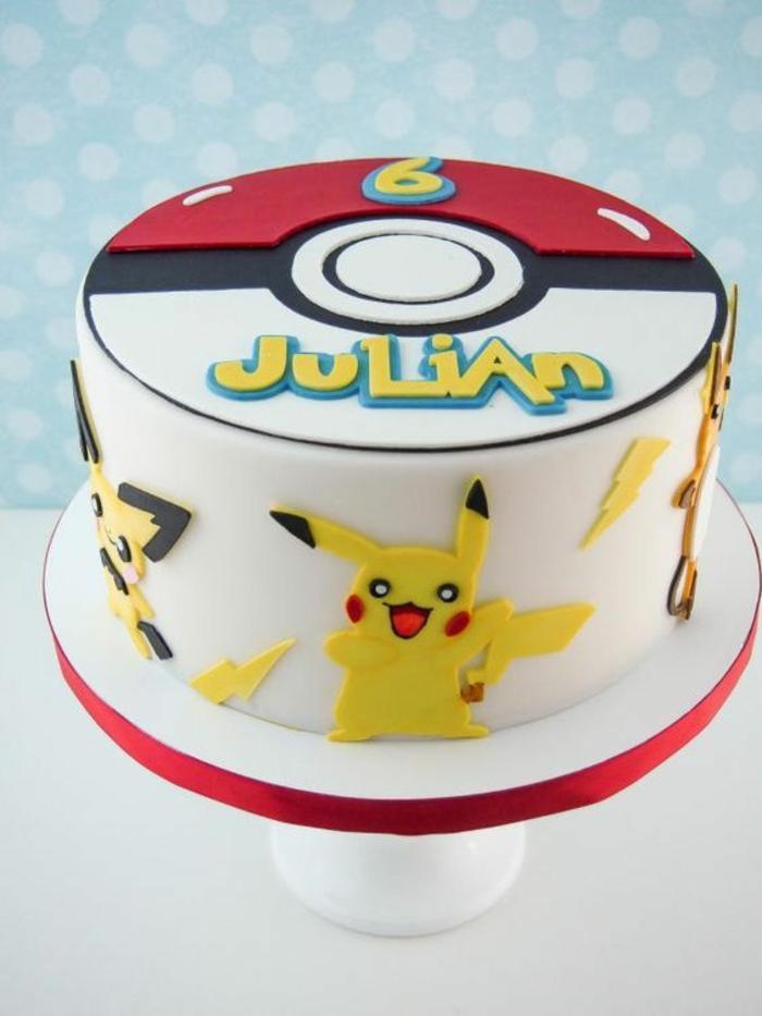 noch eine idee für eine weiße pokemon torte mit gelben pokemon wesen pikachu und gelben blitzen und einem roten pokeball
