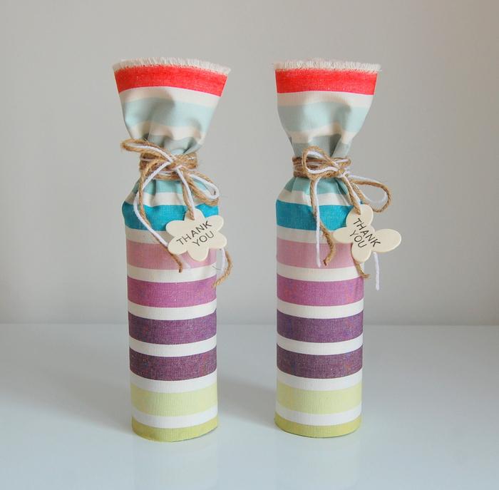 weinflaschen mit stoff verpacken, bunt und gestreift, personalisiertes geschenk, danke