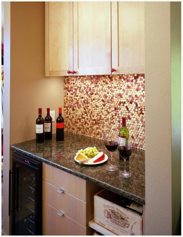 küchenrückwand selber machen, küche, wein, weingflaschen, weingläser, ofen