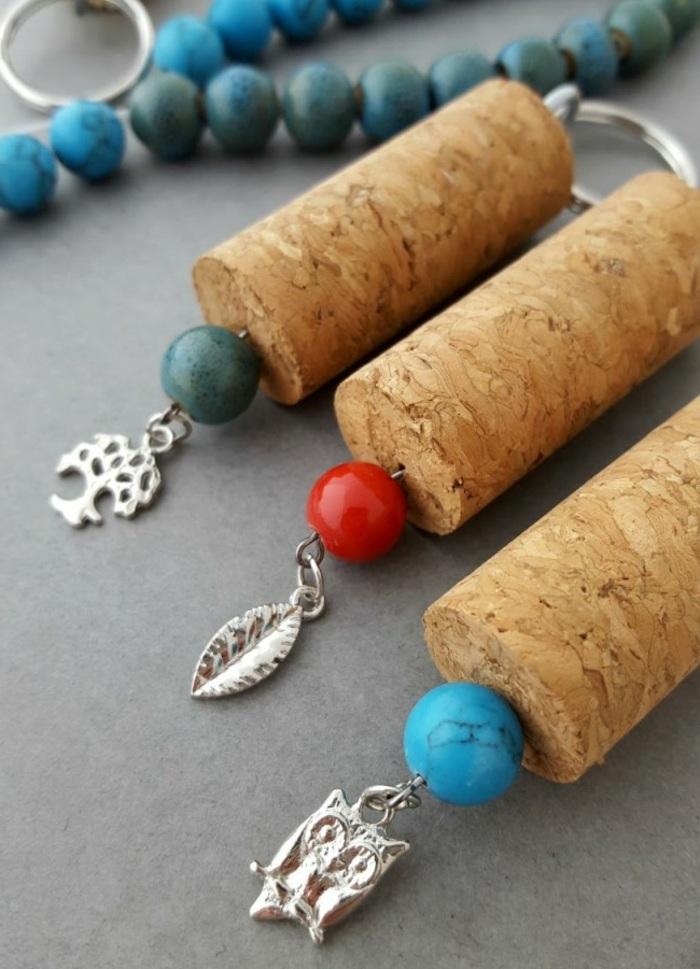 schlüsselanhänger selber machen, bunte perlen, schlüsselringe, silberne elemente