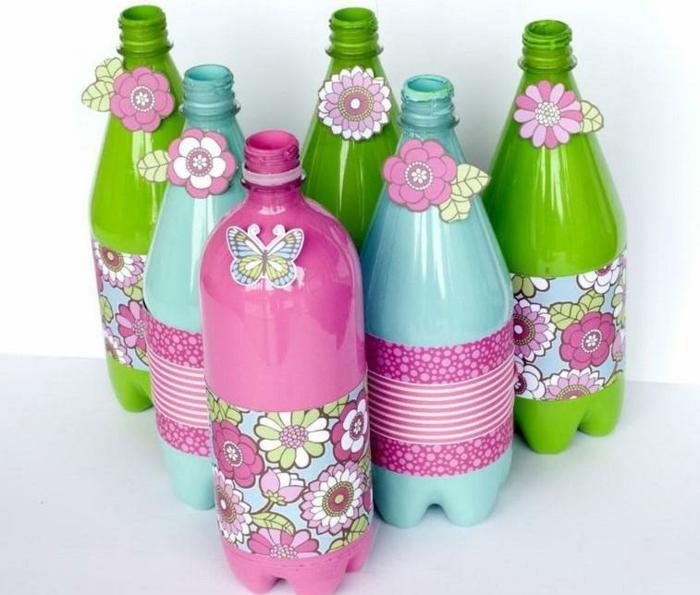basteln mit plastikflschen, flaschen dekorieren, papierblumen, schmettering