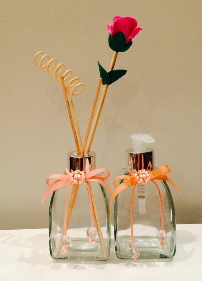 duft und raum, parfumflaschen, rose, holzstäbchen, duftspray