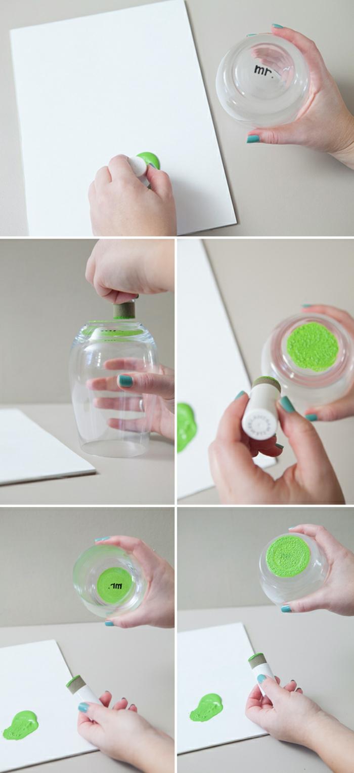 weingläser dekorieren, weinglas ohne stiel mit grüner fabe bemalen, blatt papier