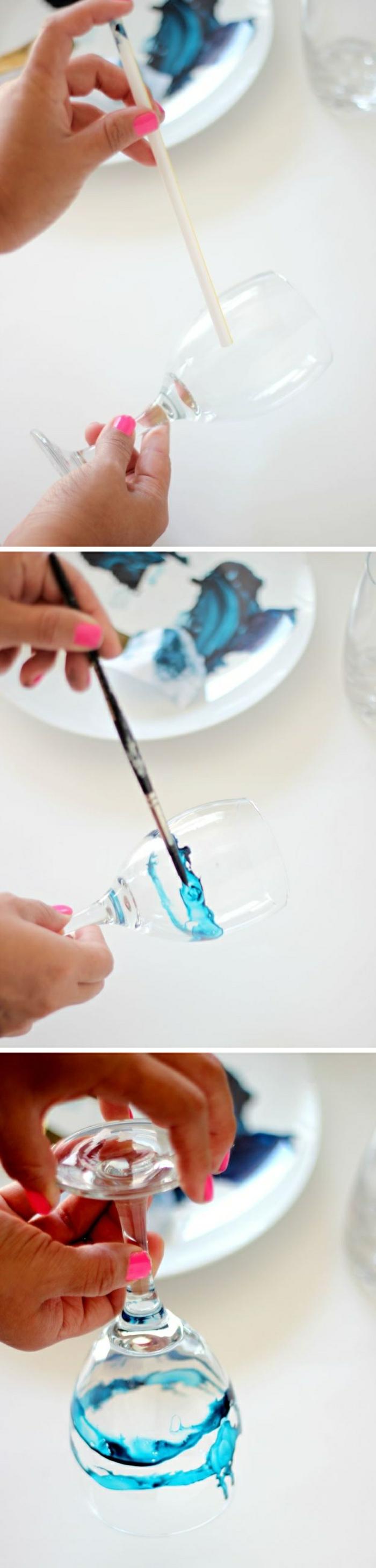 weingläser dekorieren mit blauer farbe, strohhalm, teller, glas
