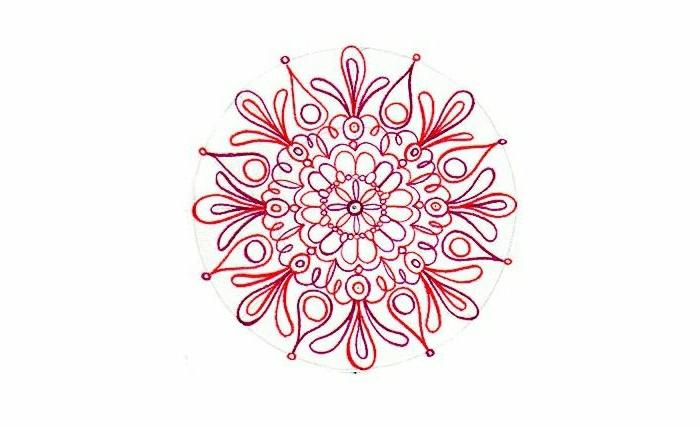 ein kreisförmiges Mandala in zwei verschiedenen Farben, Konturen mit Buntstifte malen, Linien entfernen