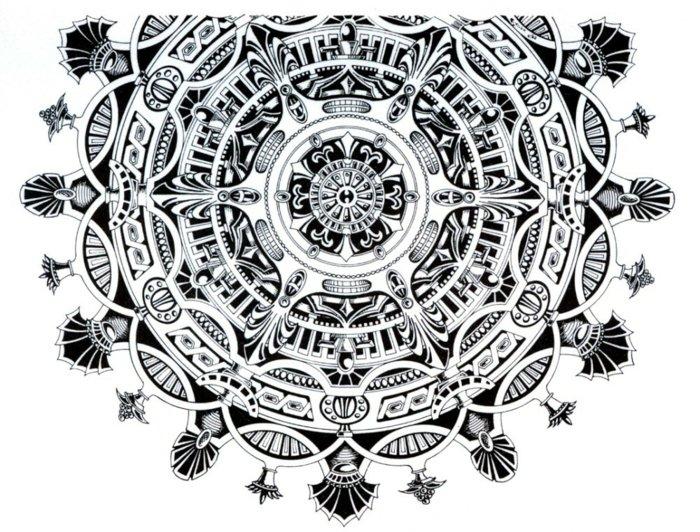 komplexes Mandala mit vielen Ornamenten, Ketten, Wiederholungsmuster, schwarz-weiße Zeichnung