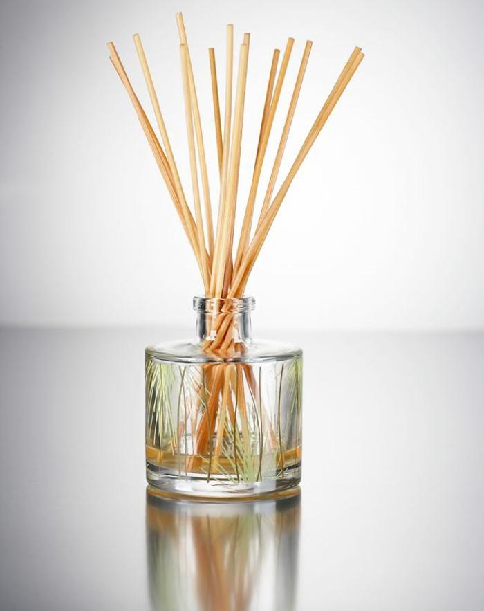 raumduft selber machen, parfumflasche, holzstäbchen, raumerfrischer