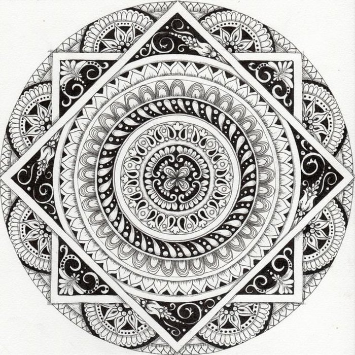 Mandalas zum Ausmalen für Fortgeschrittene, ein großer Kreis, zwei große Quadrate, viele Details