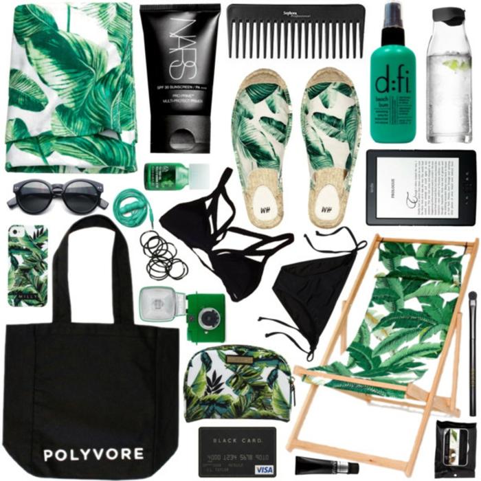 Strandmode Damen, Sommer 2017, schwarze Tasche, schwarze Bikini, offene Schuhe mit Print, Oberteil mit Print, Armbänder