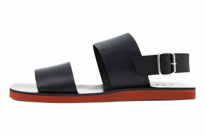 Strandoutfits, Schuhe mit flacher Sohle in brauner Farbe, schwarze Lederschuhe mit Schnallen