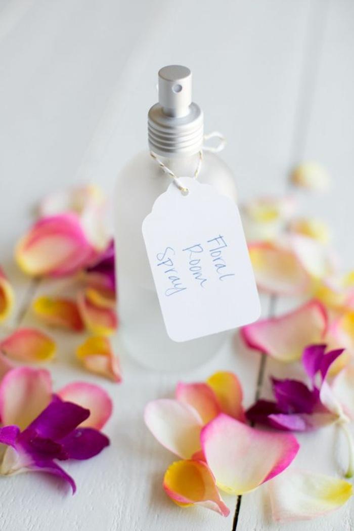 raumduft selber machen, spray, blumenblätter, roseblätter, diy