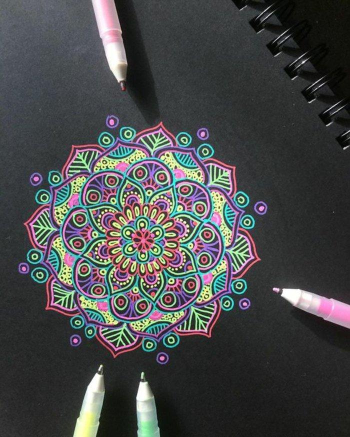 Mandala Vorlagen für Erwachsene und für Kinder, Neonfarben, Neon-Stifte, schwarzes Malpapier