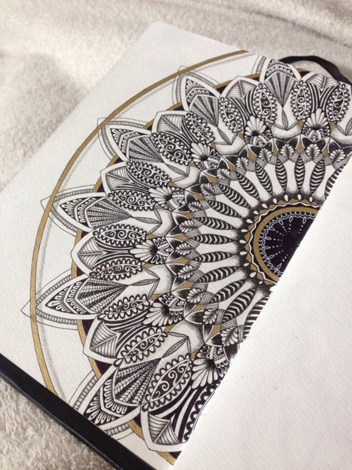 ein Mandala-Halbkreis in drei Farben - Weiß, Gold und Schwarz, ausmalen, Bild mit vielen Details