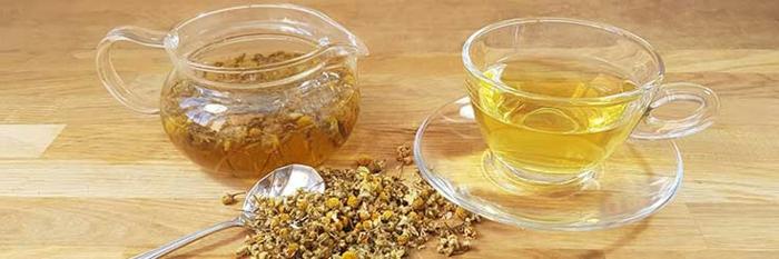 Kammilentee, gesunde Ernährung, sich gesund ernähren, Kammilenblüten, Teekanne aus Glas