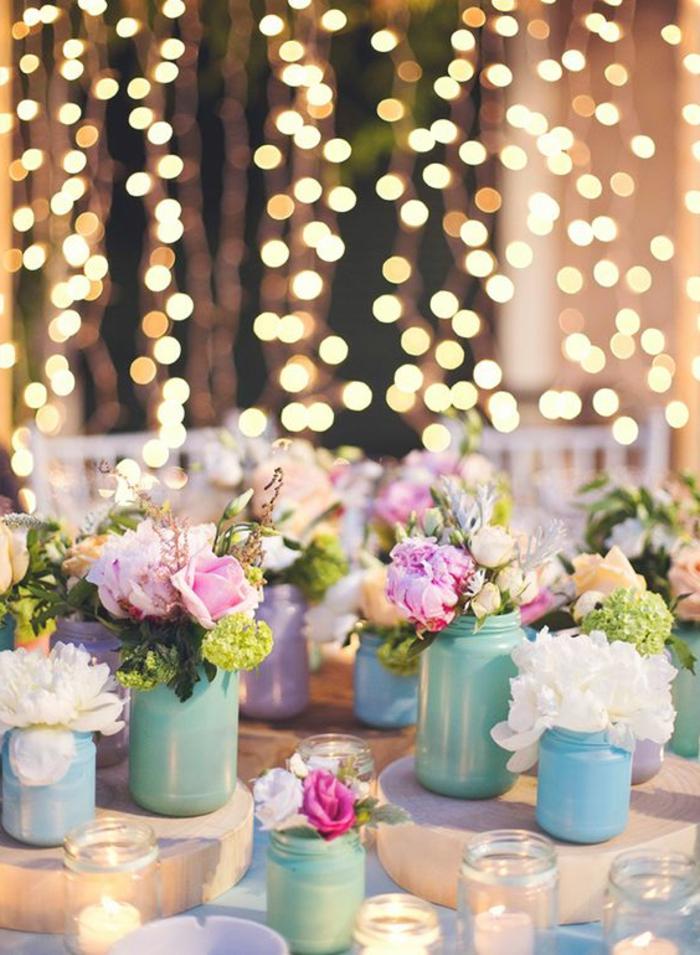 tischdeko selber machen, vasen aus gefärbten einmachgläsern, rosen, teelichthalter