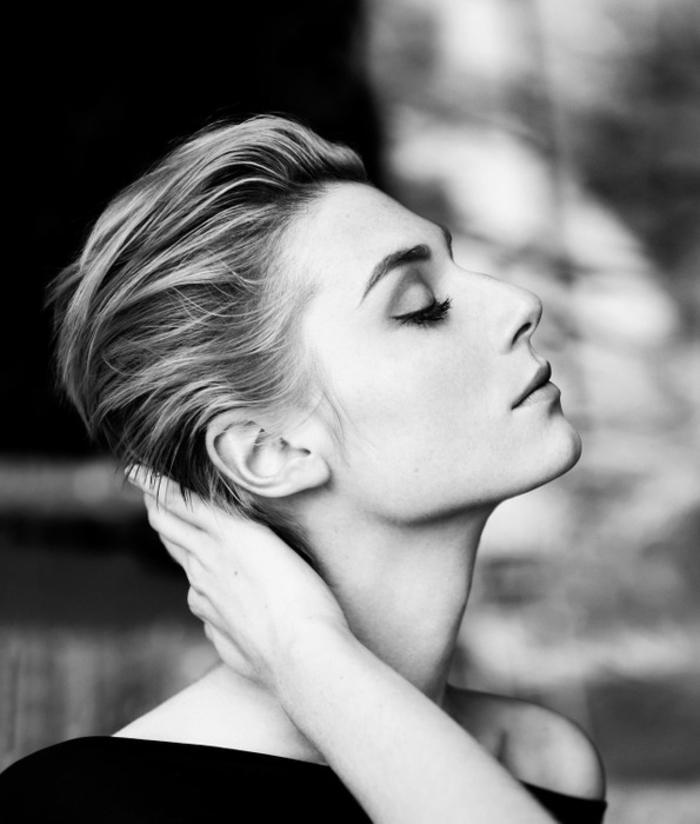Elisabeth Debicki, Ideen für stilvolle Damenfrisuren, blonde glatte Haare