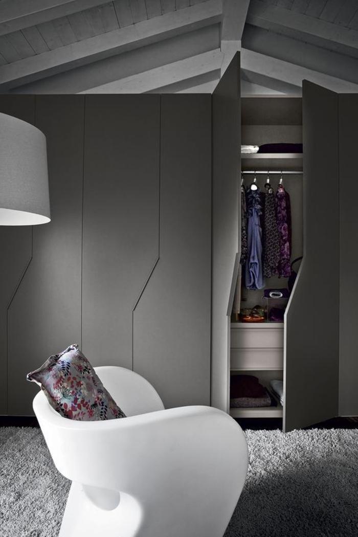 Kleiderschrank Ideen Dachschräge gestalten graue Farbe modernes Design