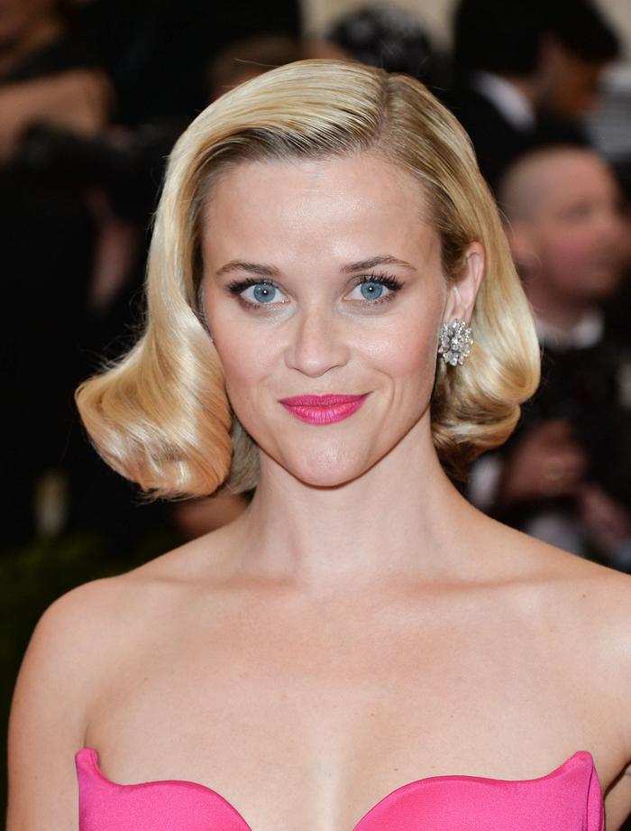Reese Witherspoon, elegante Vintage Frisur, blonde Haare, kinnlanger Bobschnitt