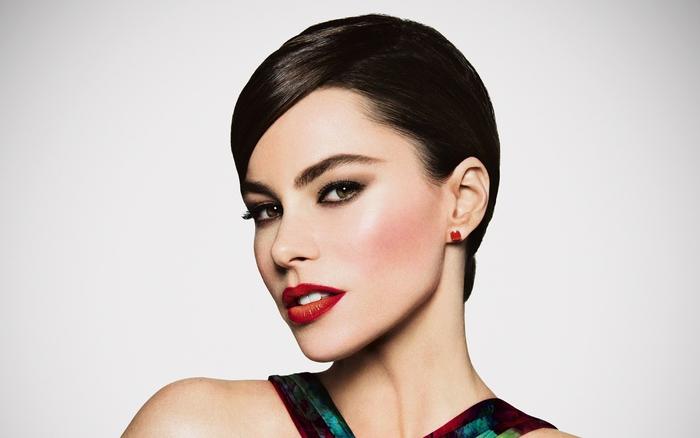 Sofia Vergara, glatte schwarze Haare, elegante Kurzhaarfrisur für Damen mit Stil