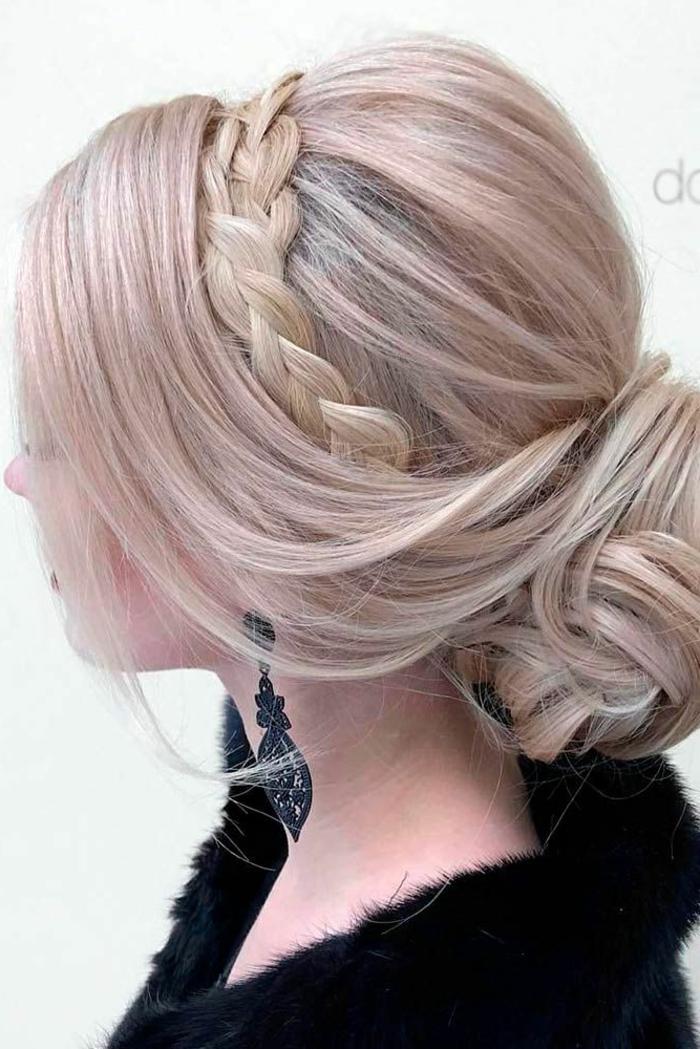 schöne Frisuren für lange Haare, lässiger Dutt mit einem Zopf, der rund um den Kopf geflochten ist