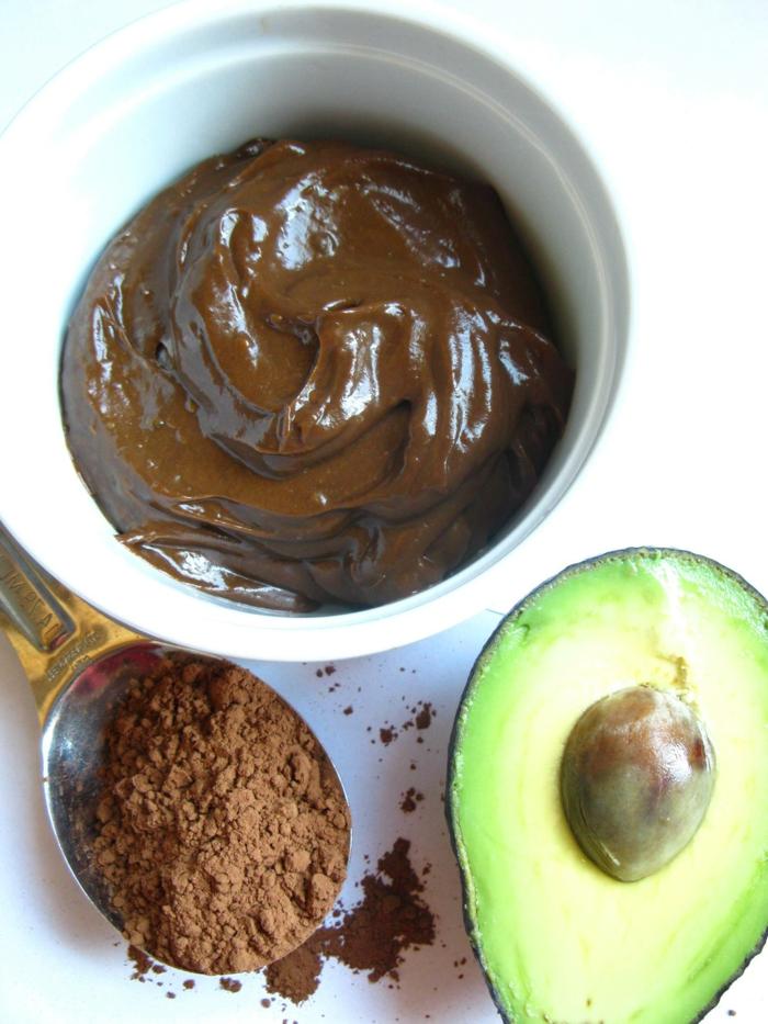 gesunder nachtische lecker und schön creme aus avocado honig und kakao puder ideen zum genießen gesundes dessert
