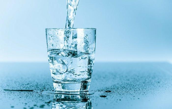 appetit zügeln wasser ist der akku der welt und des menschlichen körpers viel wasser in den tag trinken gesund bleiben
