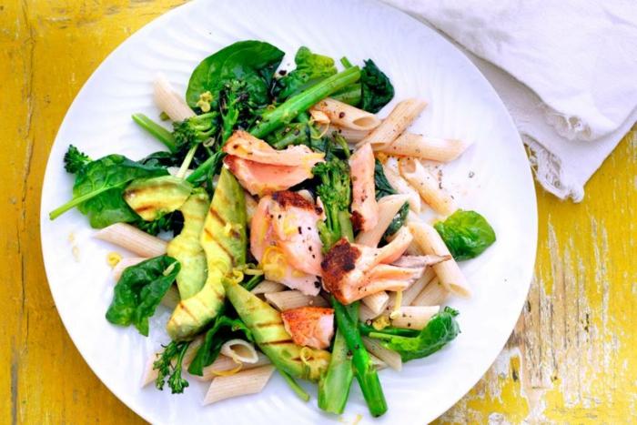 gegrillte avocado rezepte gericht mit avocado und fleisch brokkoli spargel pasta lecker und gesund essen für sportler