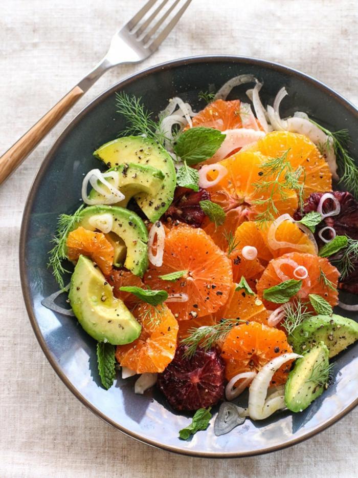 avocado zum frühstück digestive avocadostücke zitronen grapefruit clementinnen orangen zwiebel exotischer salat