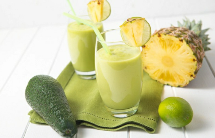 avocado zum frühstück ideen mit avocado und ananas zitrone limette smoothie selber machen einfache rezepte