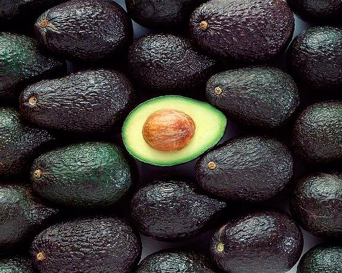 avocado eignet sich zum frühstück zum mittagessen und zum abendbrot lecker gesund fettreich naturprodukt bio