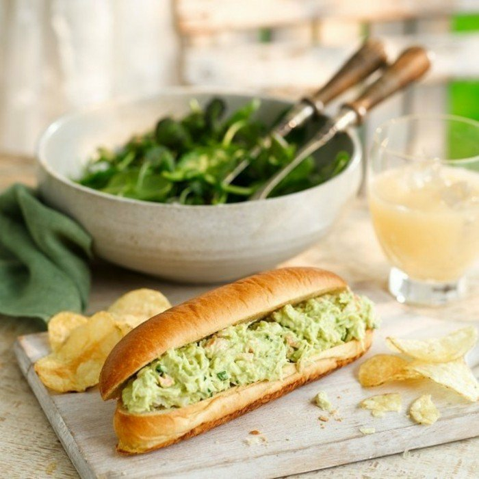 avocado sandwich ideen schüssel voll mit grünen blättern sandwich avocado mischung guacamole zitronensaft