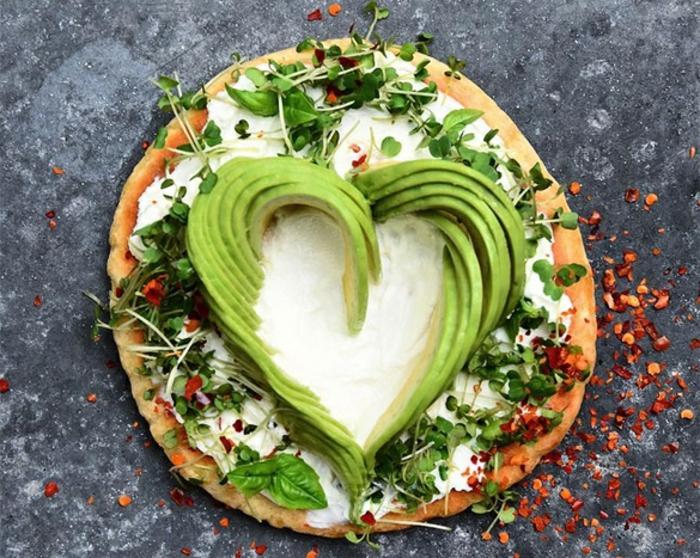 avocado rezepte gesunde pizza mit sahne creme avocado rezept zum nachmachen herzförmige dekoration