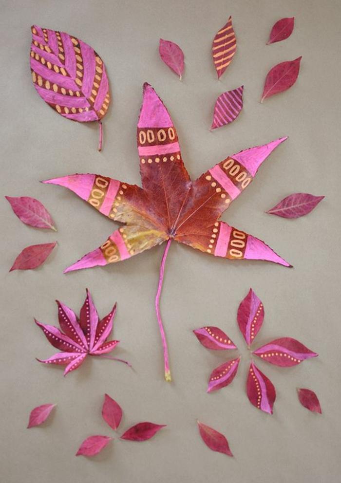 herbstblatt dekoriert mit rosa farbe, baumblätter bemalen