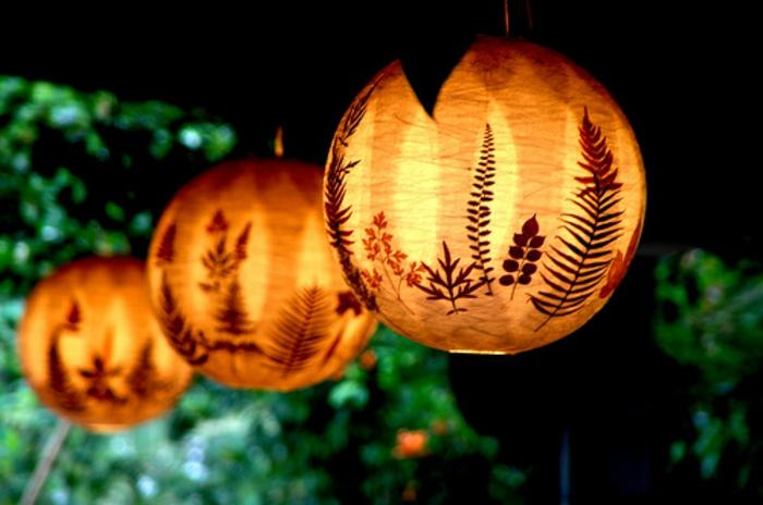 diy laternen, lampenschirme aus papier dekoriert mit blättern, gartendeko