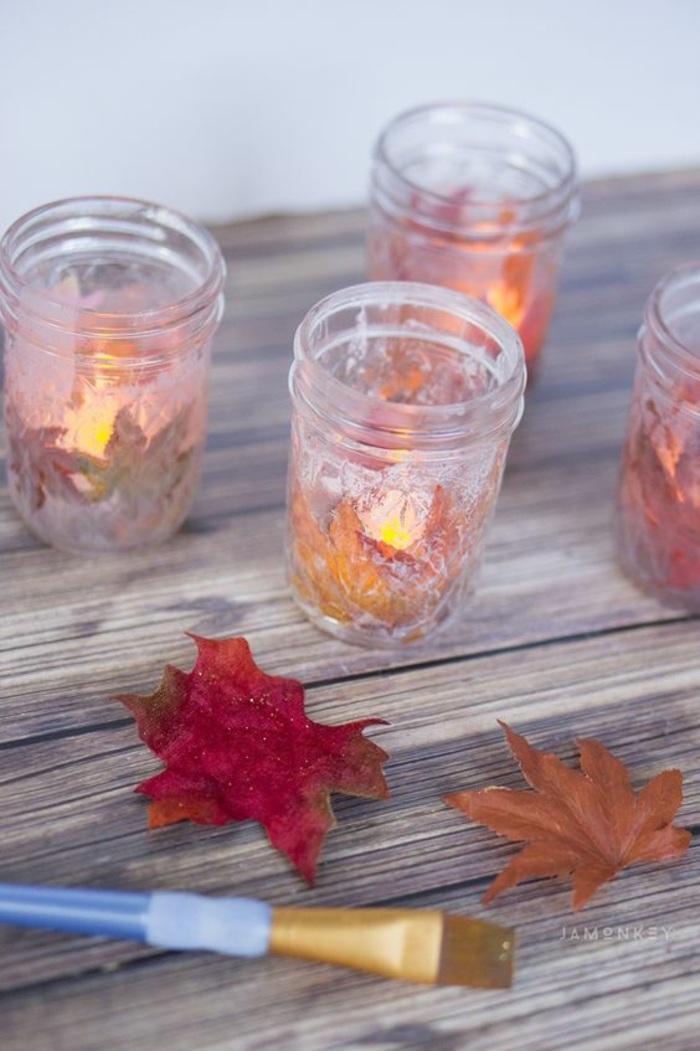 kerzenhalter aus glas mit blättern dekorieren, pinsel, diy deko
