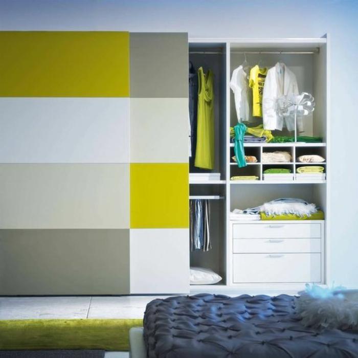 Kleiderschrank Ideen starke Farben modernes Design integrierte Schubladen