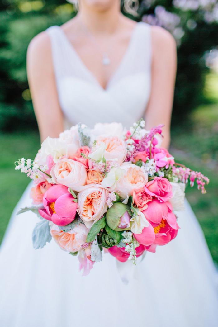 rosa Pfingstrosen, runder Brautstrauß, Hochzeitsblumen, schöner Brautstrauß