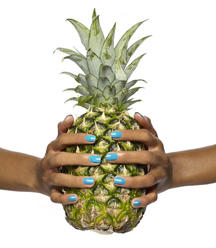 Sommer Nageldesigns, blauer Nagellack, tolle Maniküre, Ananas als Hintergrund