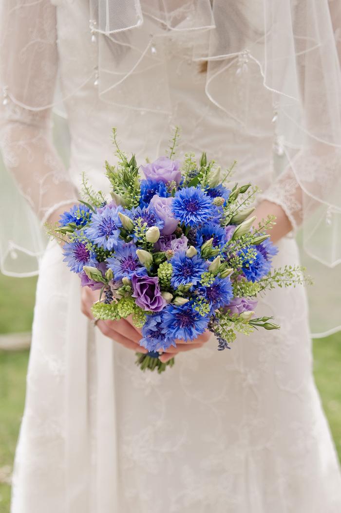blauer Hochzeitsstrauß, Blausterne, Biedermeierstrauß, Feldblumen