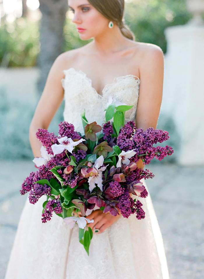 lila Brautsrtauß, Flieder und Klematis, Hochzeitsblumen, Hochzeit in Lila