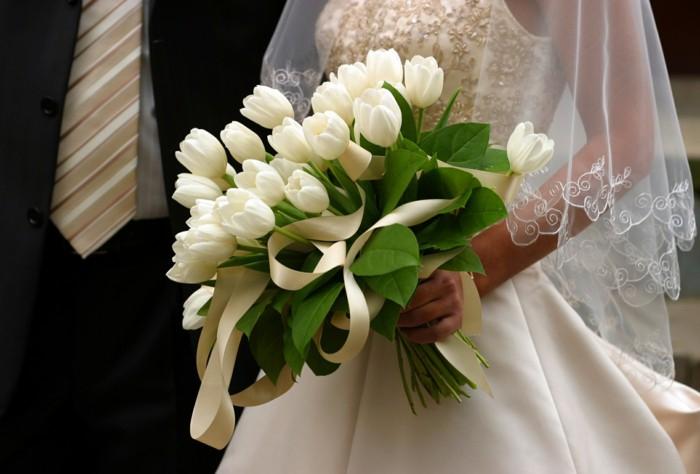 weißer Hochzeitsstrauß, schöne Tulpen, Ideen für Frühlingshochzeit, Hochzeitsblumen