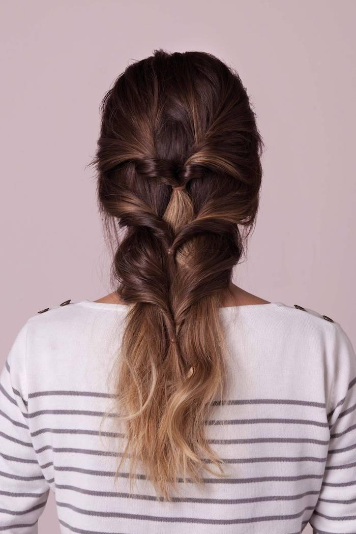 braune haare mit blonden strähnen weiße bluse flechtfrisuren mittelalter ideen inspiration frisuren für lange haare