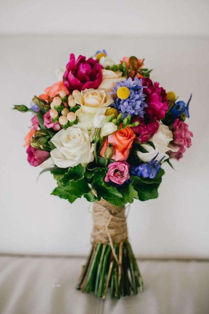 runder Hochzeitsstrauß, bunte und vielfältige Blumen, tolle Hochzeitsideen