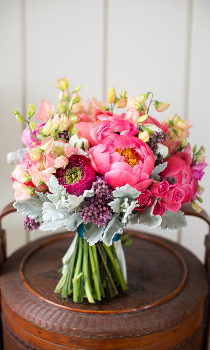 runder Hochzeitsstrauß, rosa Pfingstrosen, tolle Ideen für Hochzeit in Rosa