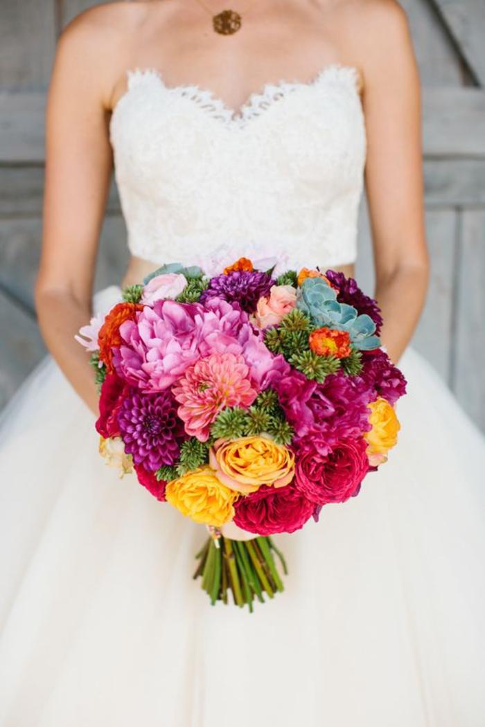 runder Hochzeitsstrauß, bunte Dahlien, schöne Hochzeitsblumen