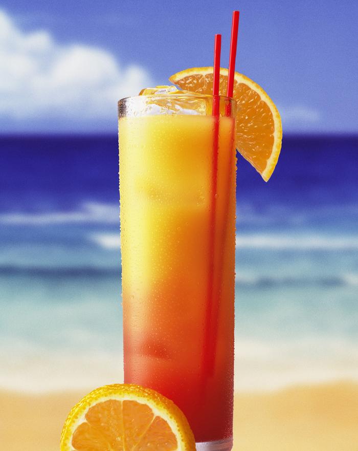 """Cocktails selber machen, """"Tequila sunrise"""", erfrischende Sommergetränke mit Zitrusfrüchten"""