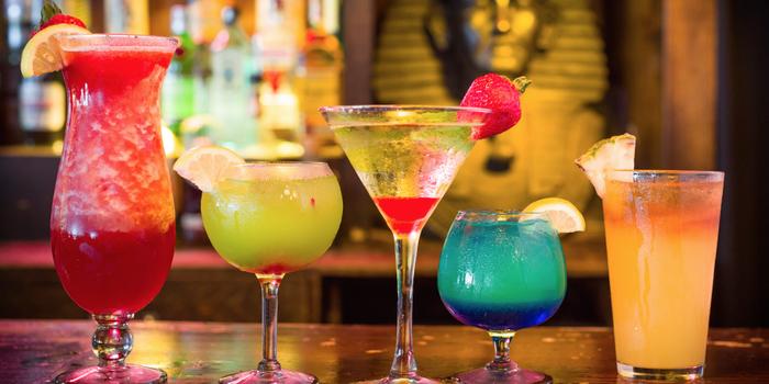 Vier Ideen für tropische Cocktails, erfrischende Sommergetränke für jeden Geschmack