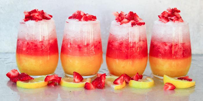 Rezepte für Cocktails mit Wodka, Kombination aus Erdbeeren Zitrone und viel Eis, sehr lecker und erfrischend