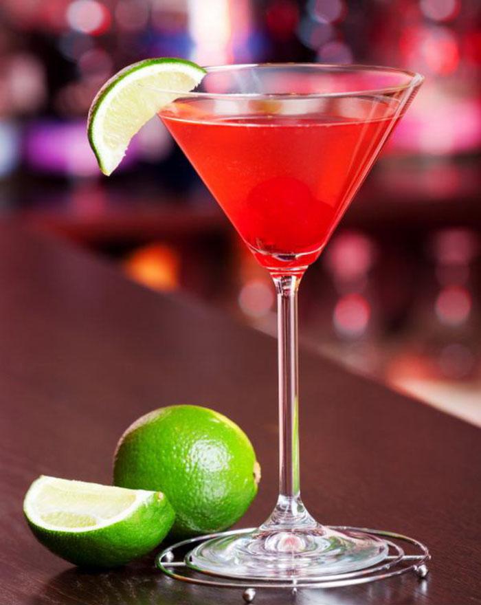 Rezepte für Cocktails, Cosmopolitan selber machen, das ideale Frauengetränk