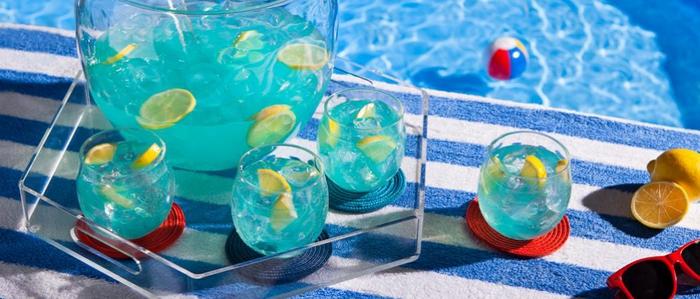 einfache Rezepte für erfrischende Cocktails, coole Ideen für Sommerpartys, vom Strand träumen